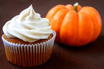 pumpkin-cupcakes-with-cinnamon-cream-cheese-frosting
