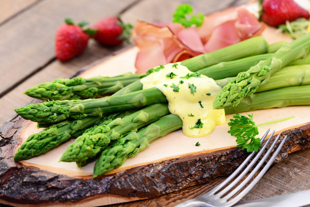 Asparagus in HOT Hollandaise Sauce